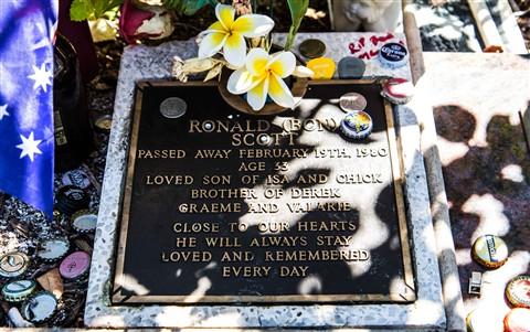 Bon Scott's Grave-2