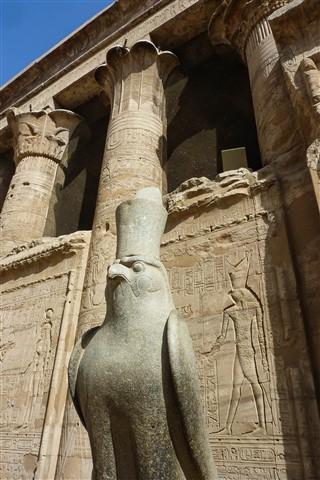 Edfu Horus staue