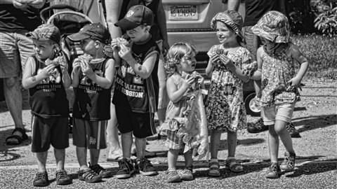 Ki9ds at Parade July 4th HN 16x9