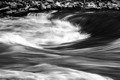 PA281011 Yalong River bw dp