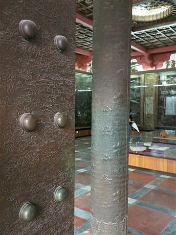 Bronce Door
