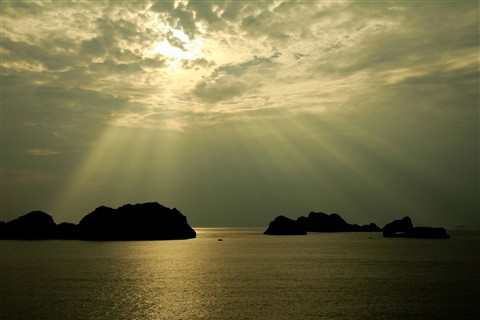 Morning rays at Cat Ba Island