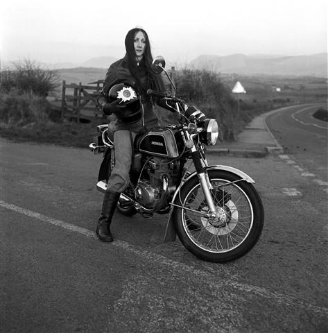 Cher on Honda CB200 1979-19 e