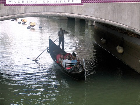 ~ Gondola under the Bridge