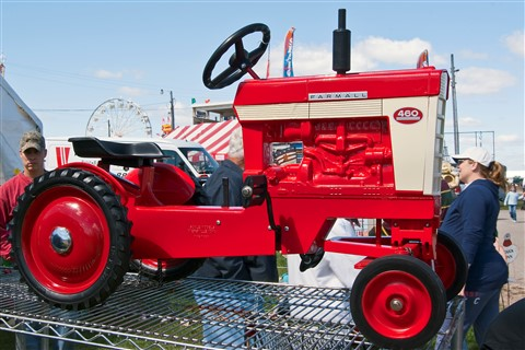Tractor Farmall Pedal Car 7228