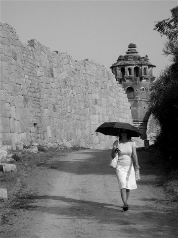 India - Umbrella Jo (BW)