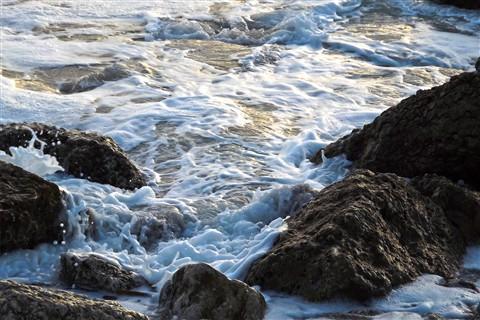 Mar  on the rocks