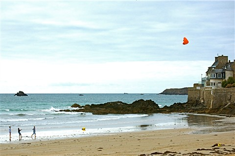 Boys flying Kite on Beach in Parame