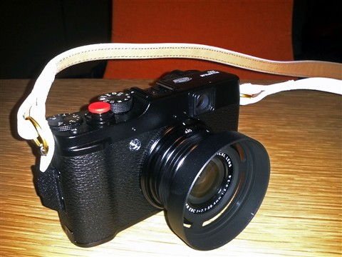 Fuji X10 White Strap Red Soft Release Button Lens Hood