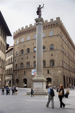 Piazza S. Trinità