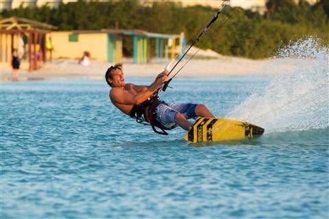 Sunset Kitesurfing in Aruba