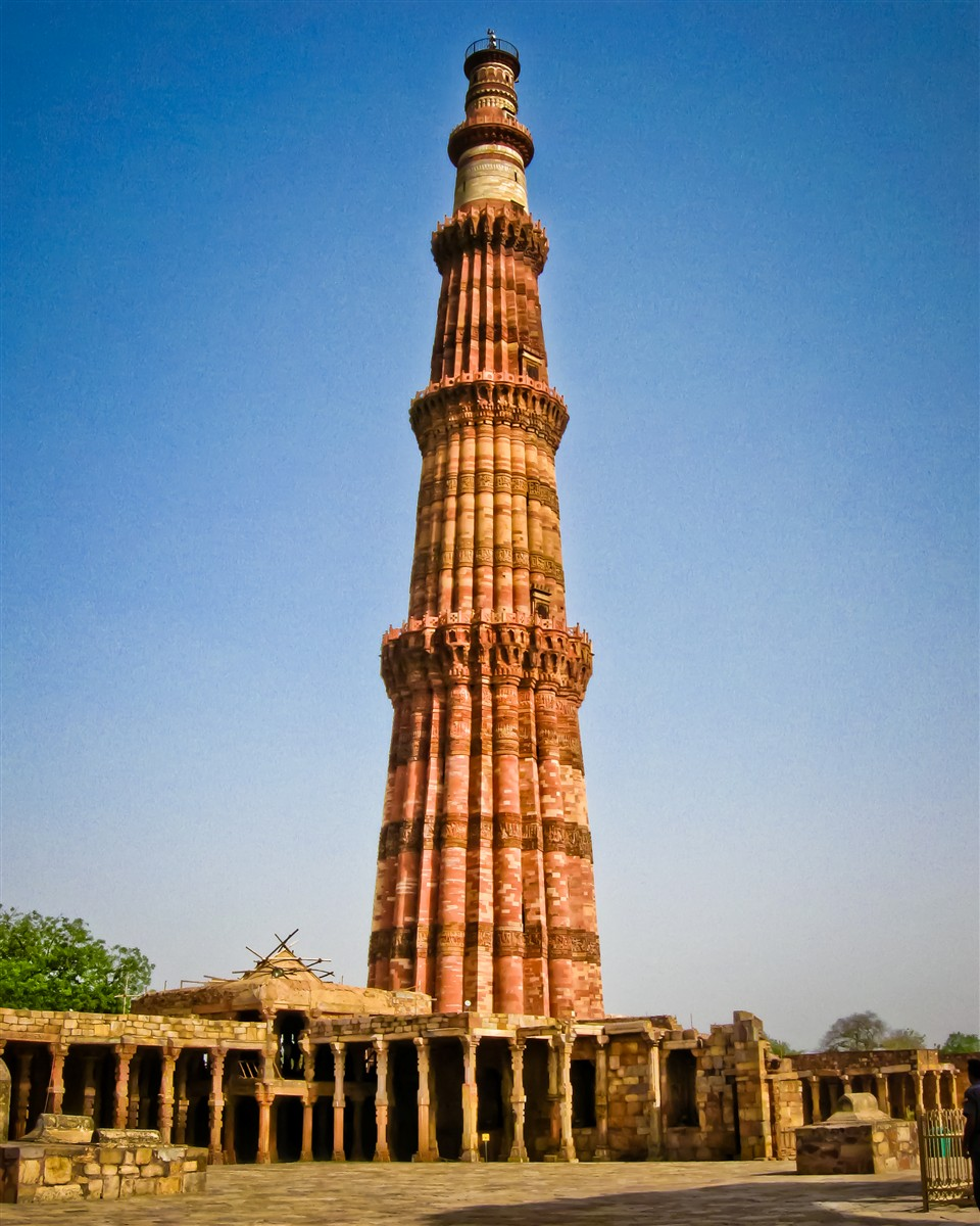 qutub minar Background information and travel tips on visiting qutb minar and its monuments, one of the unesco world heritage sites in india.