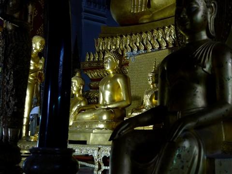 8 Buddhas - Wat Na Phra Meru
