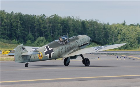 Messerschmitt Bf 109 E-3 taxiing in