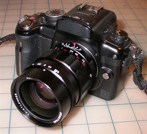 GH2 (stealth mode) + Voigtländer Nokton 25mm f0.95 2