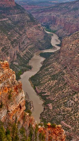 GreenRiverCanyon_DinosaurNMUT_1XS_051110_hdr_16_9_reduced