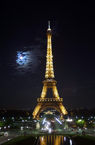 eiffel under the full moon