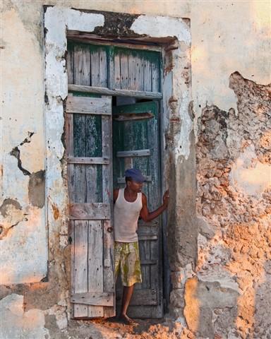 Isla De Mozambique Door ajar 1024ppi