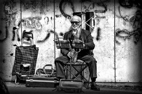 smallStreetMusician