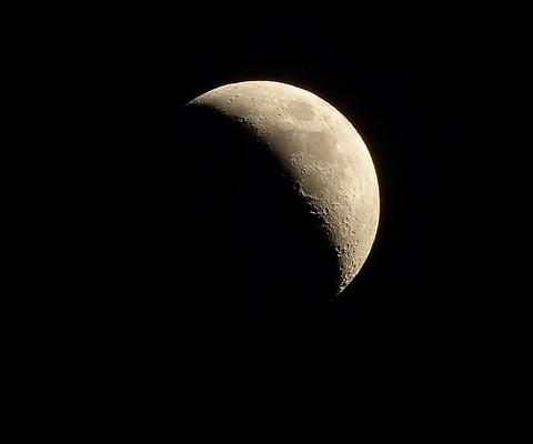 P1000360_moon no filter rotated 23