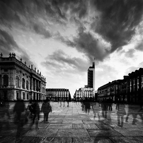 Passing Through - Torino Piazza Castello (2)